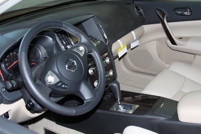 Grainger Nissan Image 2