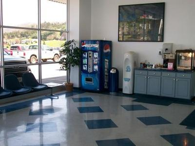 Freedom Ford Lincoln of Claypool Hill Image 3