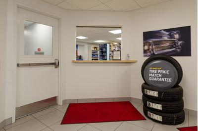 Holm Automotive Center Image 5