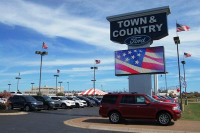 Town & Country Ford Image 3