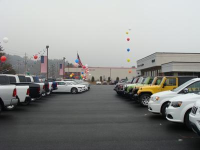 Milford Chrysler Sales Image 4