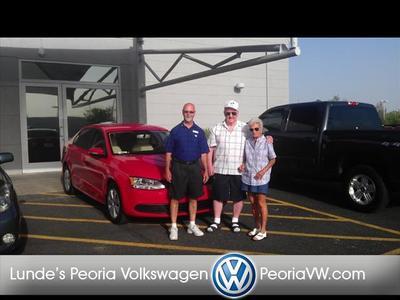 Lunde's Peoria Volkswagen Image 3