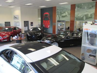 Volkswagen Jaguar Cadillac of Hartford Image 6