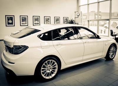 BMW of Brooklyn Image 2