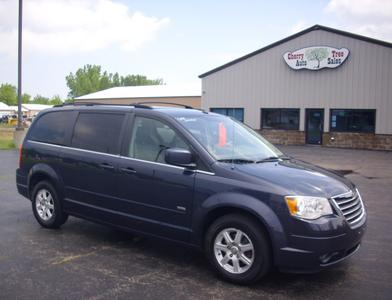 Chrysler Town & Country 2008 for Sale in Oshkosh, WI