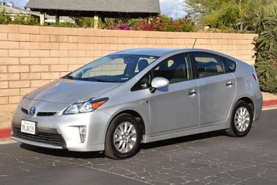 Toyota Prius Plug-in 2015 for Sale in Jurupa Valley, CA