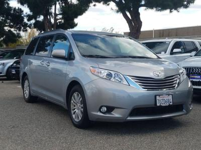Toyota Sienna 2016 for Sale in Costa Mesa, CA