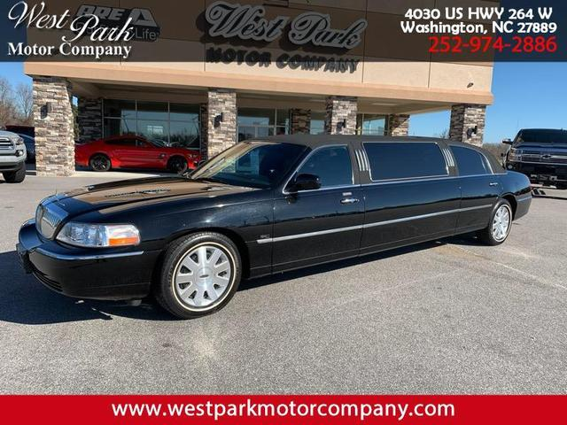 2004 Lincoln Town Car for Sale in Washington, NC - Image 1