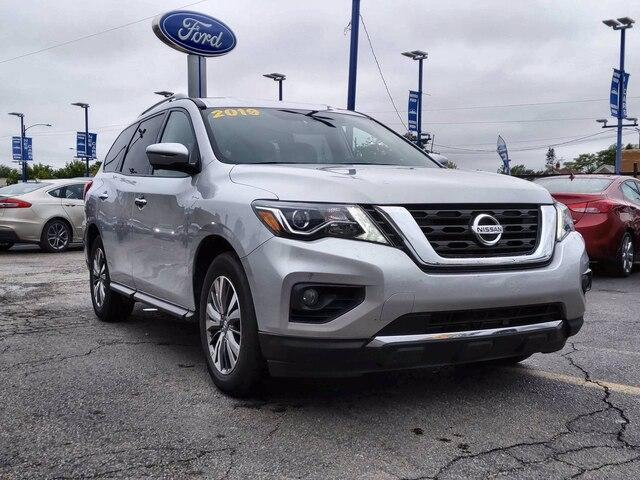 2019 Nissan Pathfinder for Sale in Chicago, IL - Image 1