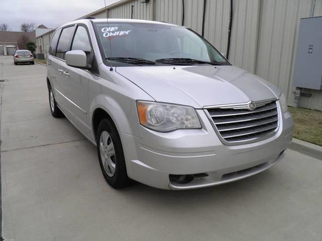 2010 Chrysler Town & Country for Sale in Bossier City, LA - Image 1