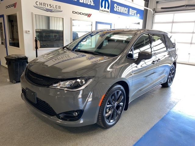 2020 Chrysler Pacifica for Sale in Effingham, IL - Image 1