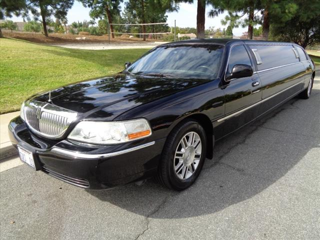 2006 Lincoln Town Car for Sale in Newbury Park, CA - Image 1