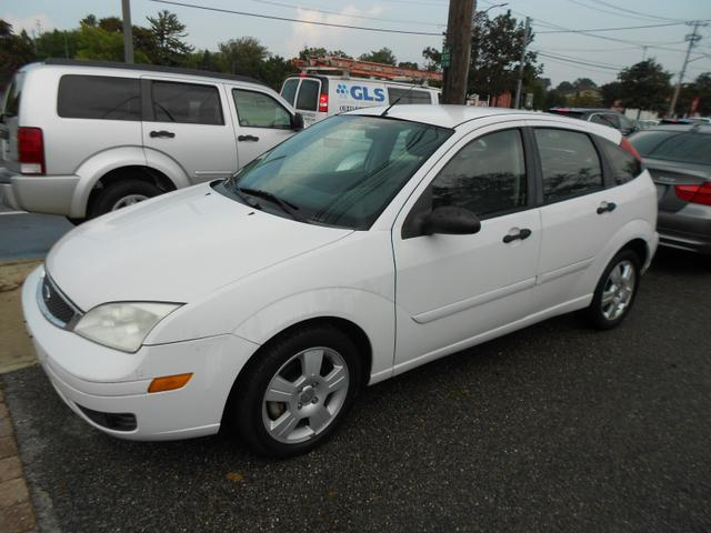 2006 Ford Focus for Sale in Farmingdale, NY - Image 1