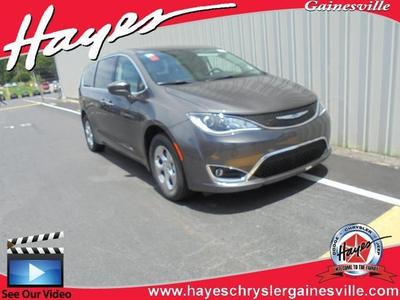 new 2020 Chrysler Pacifica Hybrid car, priced at $42,256