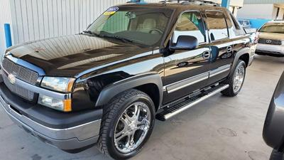 used 2005 Chevrolet Avalanche car, priced at $12,950