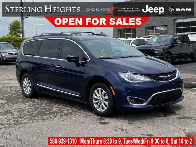 used 2017 Chrysler Pacifica car