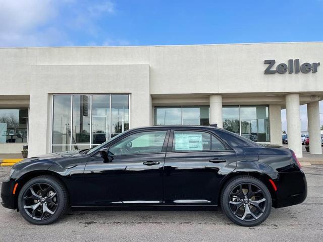 new 2021 Chrysler 300 car