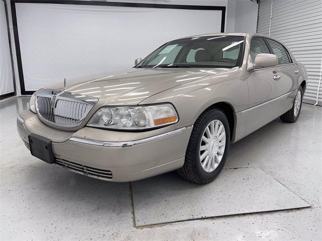 used 2003 Lincoln Town Car car, priced at $5,995