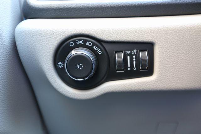 new 2021 Chrysler Pacifica Hybrid car, priced at $41,668