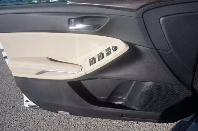 new 2021 Toyota Avalon Hybrid car