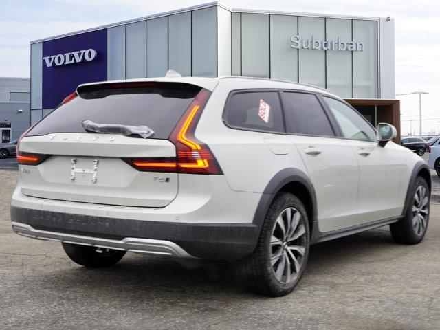 new 2021 Volvo V90 Cross Country car, priced at $53,676